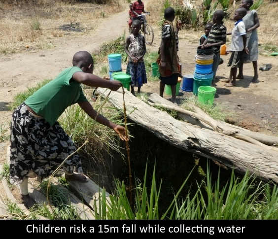 Maboha_childen_collect_water.jpg