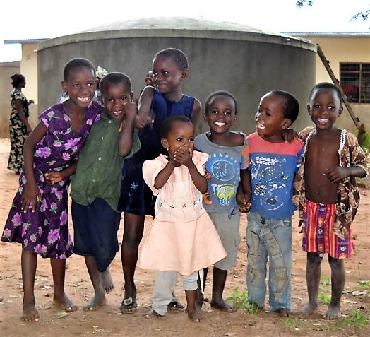 Urambo_children_in_front_of_Water_tank_Small.jpg